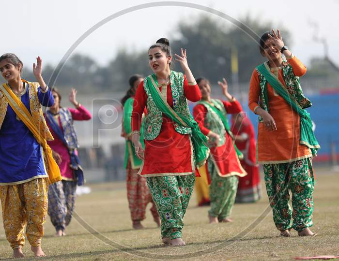 Artists perform during the full dress rehearsal for the Republic Day parade at Molana Azad Stadium in Jammu on Sunday.24 Jan,2021.