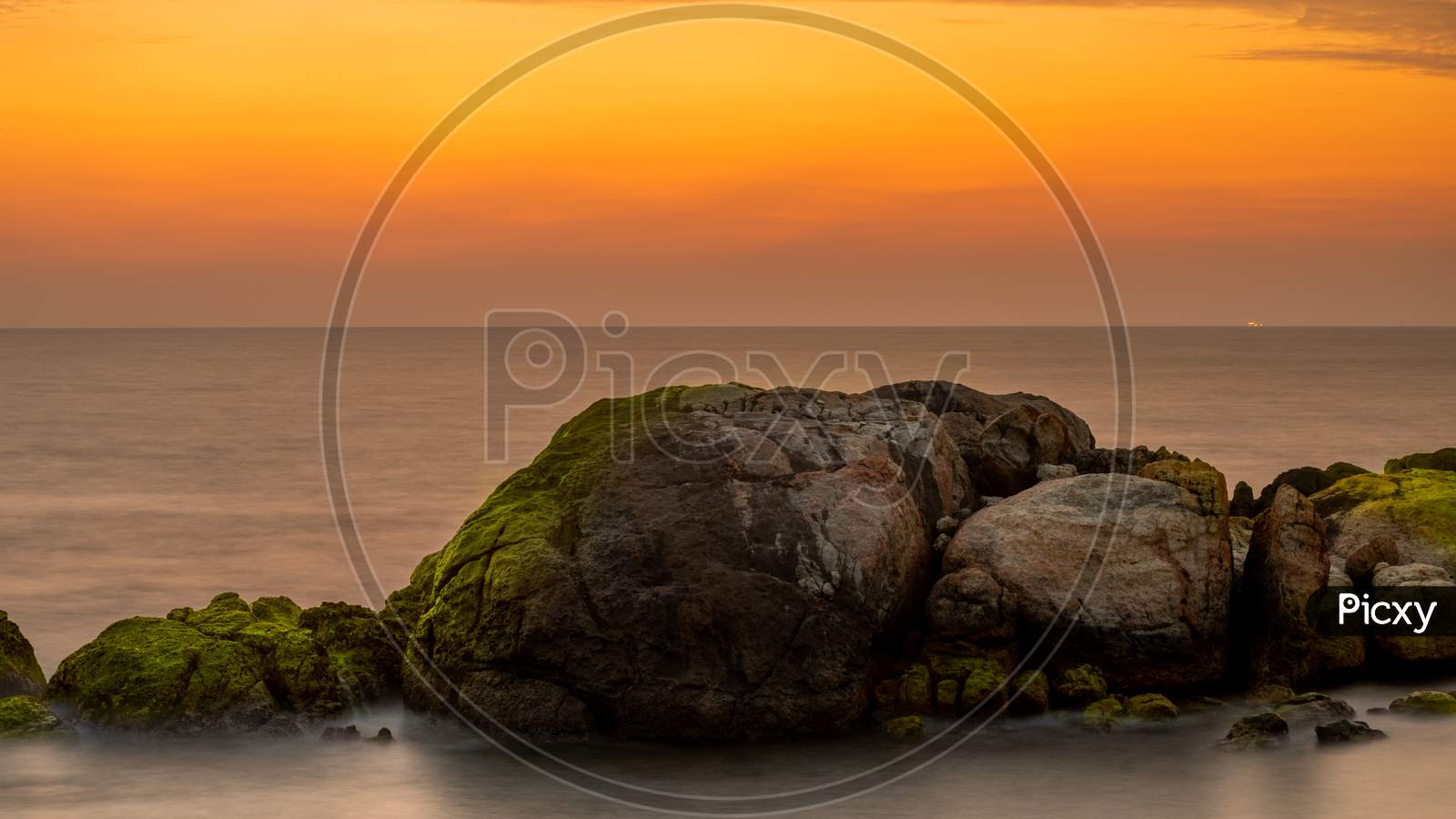 Long Exposure Golden Sunset In Galle Fort, Rocks, And Glowing Moss Creates Depth And Drama. Beautiful Compositional Rock Formation In The Foreground As The Sun Has Set On The Sea Horizon.