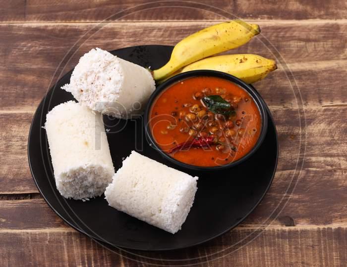 Raw Rice Puttu With Bengal  Gram Curry