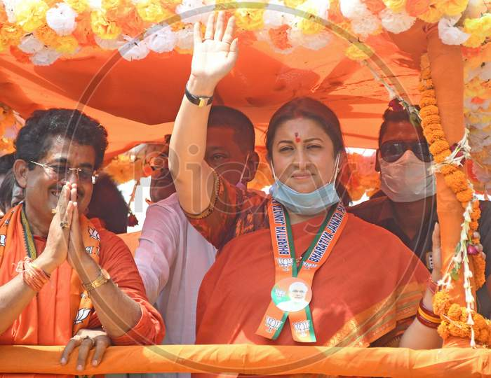 Union Minister for Women and Child Development and Textiles Smriti Zubin Irani held a road show in Burdwan Town in support of BJP candidate Sandip Nandi from Burdwan Dakshin Assembly constituency.