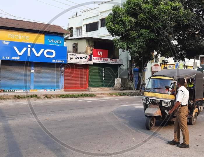 A traffic Police stopping a Autorickshaw