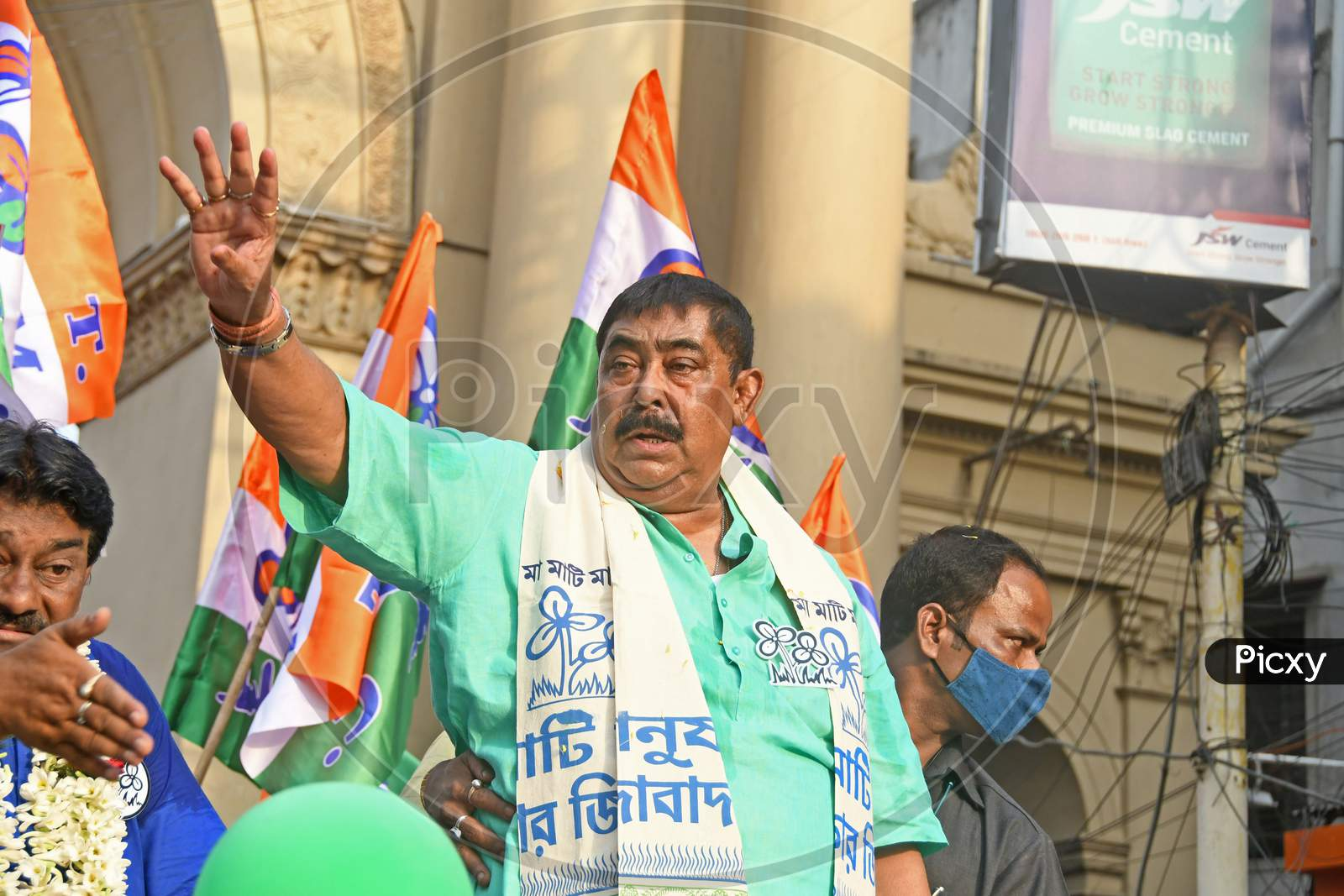 Trinamool Congress leader Anubrata Mondal marched in Burdwan Town in support of AITC candidate from Bardhaman Dakshin Assembly constituency.