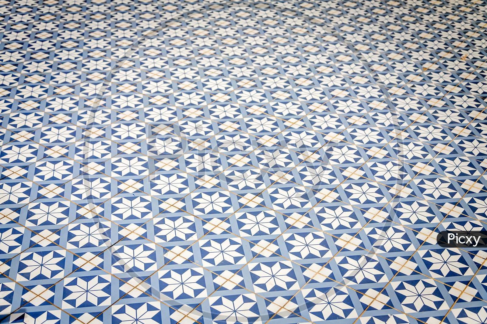 GEOMETRIC CERAMIC TILE WITH MOROCCAN PATTERN