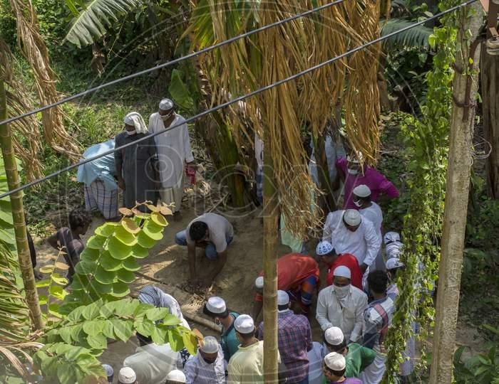 29Th May, 2021, Kolkata, West Bengal India: Islamic Burial Ritual At Kolkata. Final Rituals Of Muslim Community.
