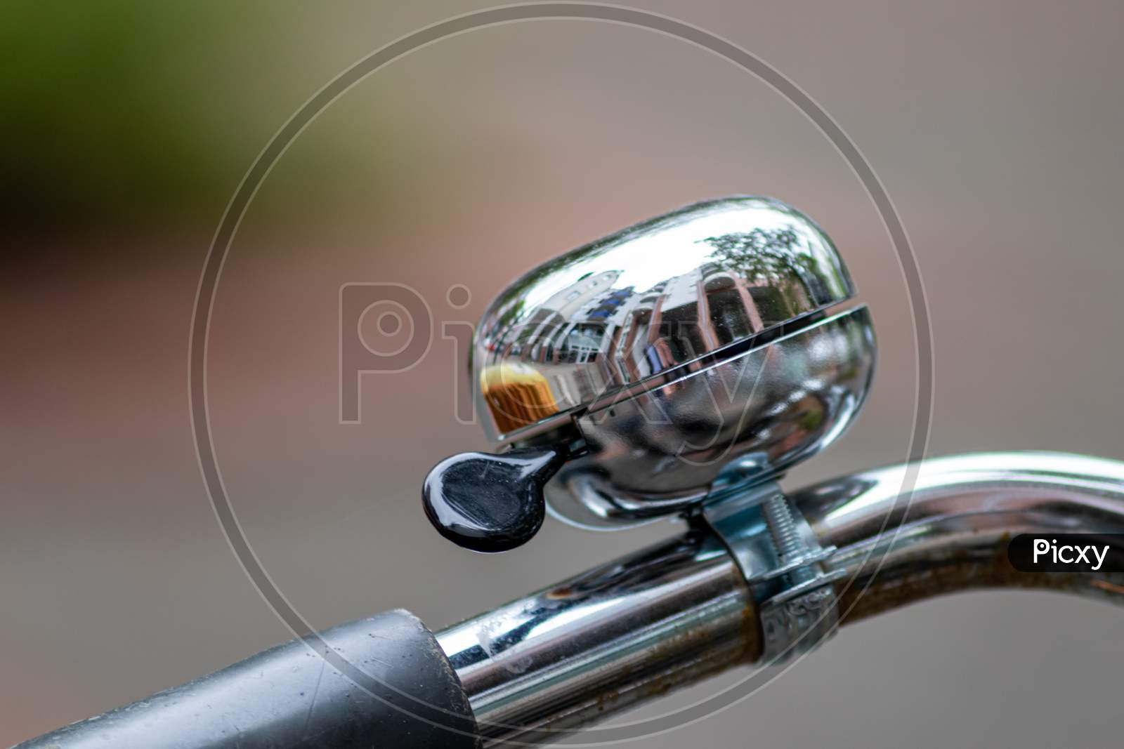 Beautiful splendid bike bell ensures security in the road traffic for bikers and pedestrians with a ringing noise as traffic safety and beautiful chromed decoration of a chromed handlebar